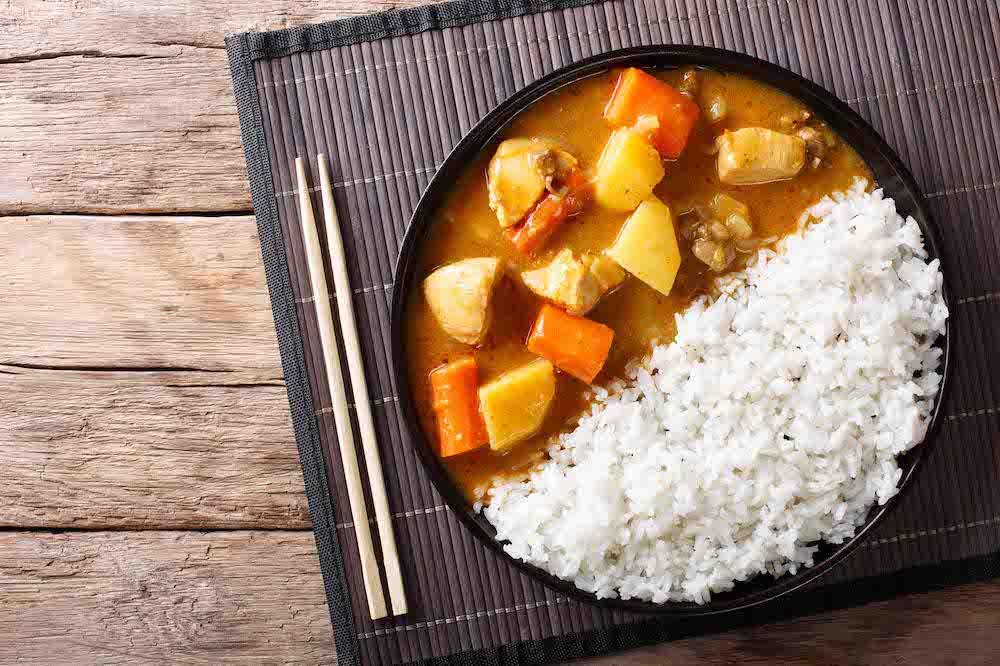 Карри по-японски – единственное блюдо с рисом, которое едят ложками